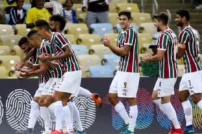Fluminense aproveita espaços, vence o Atlético-PR e entra no G-6
