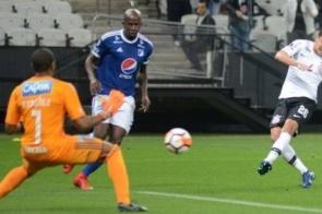Corinthians perde, mas é 1º em grupo da Libertadores