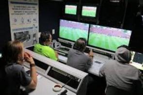 Entenda o que é o árbitro de vídeo usado em jogos da Copa
