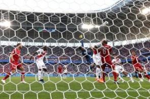 Peru poupa Guerrero, perde pênalti e é derrotado pela Dinamarca