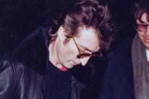 Assassino de John Lennon contou para a esposa sobre crime dois meses antes