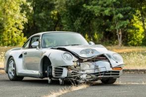 Porsche 959 batido é leiloado por quase R$ 2 milhões