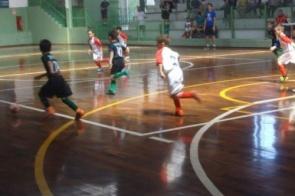 Goleada de 9 a 1 marca rodada da Copa Pelezinho de futsal