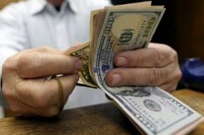 Dólar opera em alta, no patamar de R$ 3,75, à espera de pesquisa eleitoral