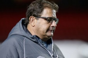 Ameaçada pelo rebaixamento, Chape anuncia a saída do técnico Guto Ferreira