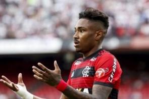 Flamengo peca nas finalizações e vê título mais longe