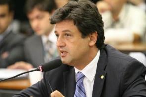 Bolsonaro confirma Mandetta como ministro da Saúde