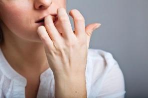 Por que roer as unhas faz mal à saúde?