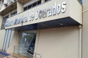 Câmara faz solenidade para devolver R$ 6 milhões e prefeitura não aparece para receber