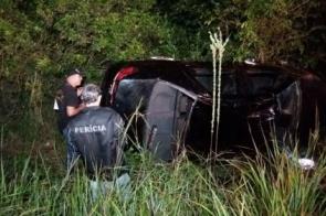 Jovem de 18 anos morre após capotar carro próximo ao anel viário