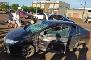 Homem fica em estado gravíssimo após acidente entre moto e carro em Dourados