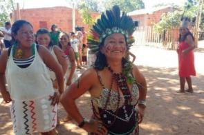 Voluntária lidera projeto de geração de renda para mulheres indígenas no MS