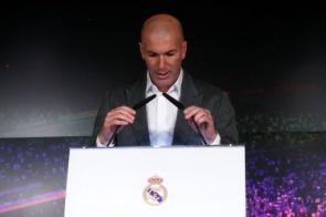"""Zidane diz que não se sente em dívida com Real e evita falar de Cristiano Ronaldo: """"Não é tema"""""""