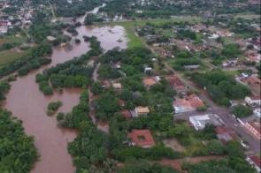 Rio Apa atinge 7 metros acima do normal e desaloja 25 famílias em Bela Vista