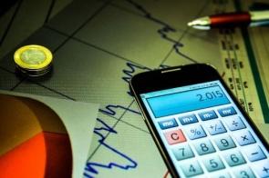 Incerteza da economia recua 2,1 pontos em março, diz FGV