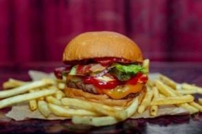 Fast food mata mais do que cigarro e pressão alta, diz estudo