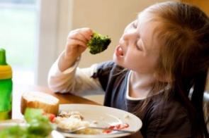 Faça seu filho gostar de vegetais em 4 passos simples