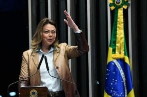 Leila Barros comemora sanção da lei que facilita medidas de proteção às mulheres