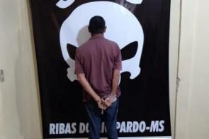 Preso por estuprar sobrinha passa noite isolado em delegacia e orando