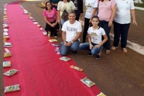 Paróquia São José de Itaporã celebrou Corpus Christi com tapete de alimentos