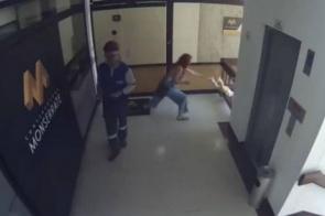 Mulher tem incrível reflexo para evitar que filho caia do quarto andar de prédio (assista)
