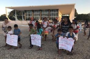 Indígenas de MS fazem manifestação em frente ao STF, em Brasília