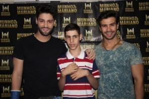 Garoto Rafael de Itaporã realiza o sonho de conhecer a dupla Munhoz e Mariano