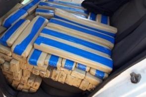 Menor é apreendido levando quase meia tonelada de maconha em veículo