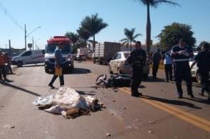 Motociclista morre esmagado por caminhão após cair da moto