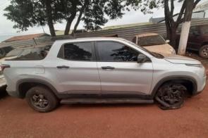 Polícia recupera veículo roubado no RJ e que seria entregue no Paraguai