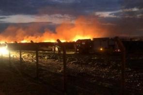 Durante manutenção em terreno, trator gera faíscas e incendeia aeroporto