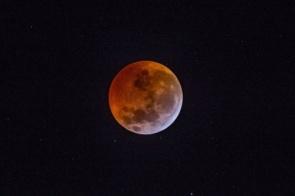 Eclipse lunar parcial será visto em todo o Brasil nesta terça-feira
