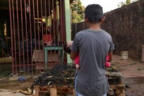 Irmão salva bebê de 7 dias após criança colocar fogo em quarto