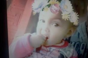 Bebê de 1 ano é atropelada enquanto brincava e morre em quintal de vizinha