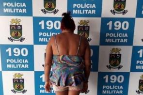 Mulher é presa após usar filha de 9 anos para vender maconha