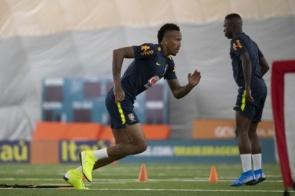 Mais jogadores chegam durante o primeiro treino da Seleção em Miami