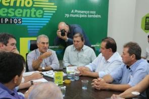 Prefeito Marcos Pacco e vereadores levam reivindicações ao governador Reinaldo Azambuja