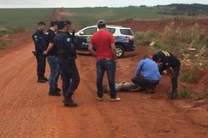 Rapaz é encontrado morto com mãos e pés amarrados em estrada na fronteira