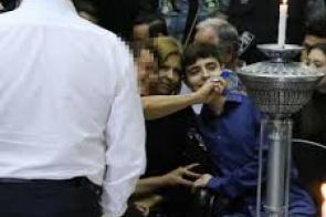 Mulher interrompe luto do filho de Gugu Liberato e pede selfie