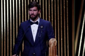 Alisson é eleito o melhor goleiro do mundo no Bola de Ouro