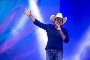 Cantor sertanejo Juliano Cezar morre depois de infarto durante show em Uniflor, no norte do Paraná