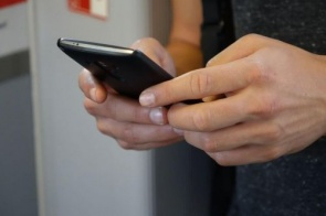 Golpista rouba conta de WhatsApp de douradense com SMS e ligação
