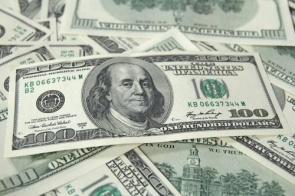 Após recordes e polêmicas, dólar cai e fecha em R$ 4,29
