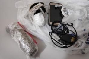 Internos são flagrados tentando entrar no semiaberto com celulares, maconha e cocaína