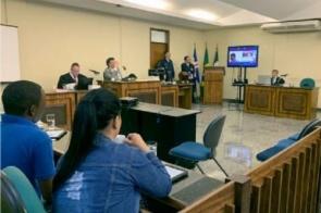 Réu é condenado a quase 30 anos por homicídio, estupro e corrupção de menores