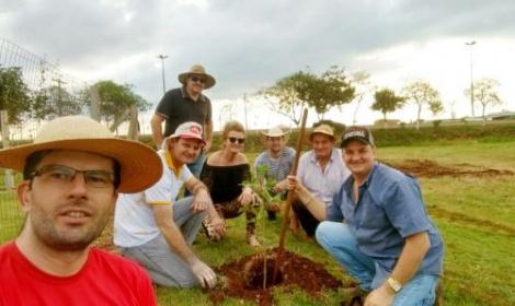 Rotary Club de Itaporã realizou Plantio de mudas de árvores