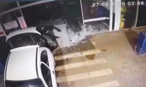 Ladrões invadem supermercado e roubam cofre em Dourados; vídeo