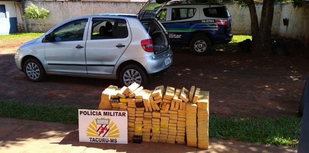 Foram aprendidos 197 tabletes de maconha no interior do veículo - Crédito: Divulgação