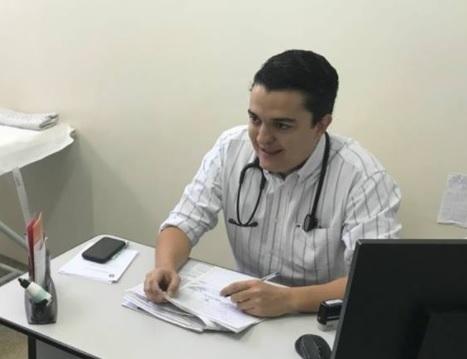 Médico concursado do município, ex-secretário de Saúde alegou ao STJ que vai atender população contra o novo coronavírus mesmo na condição de portador de doença respiratória - Crédito: Reprodução/Facebook