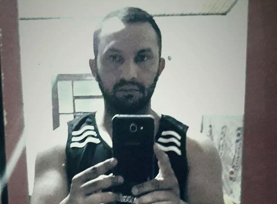 Anderson Pereira Espíndola, 34 anos, morreu na noite de ontem após acidente. (Foto: Reprodução/Facebook)